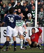 Hartson puts Celtic three ahead