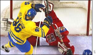 Goaltender Tommy Salo makes 37 saves to help Sweden beat the Czech Republic 2-1 and go top of their Group C.