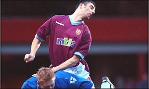 Mark Delaney outjumps Chelsea's Mikael Forssell