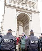 Police break up a demonstration by chefs at the Arc de Triomphe