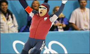 There is double joy for American Derek Parra - winning the Olympic men's 1,500m speed skating title and breaking the world record.