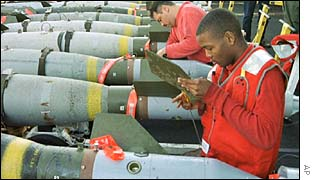 US troops prepare missiles to be dropped on Iraq