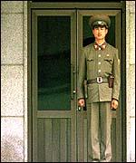 Северокорейский солдат на границе