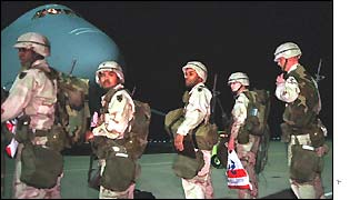 US soldiers leave for duty in the Gulf