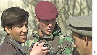 A British peacekeeper speaks to two Afghans in Kabul