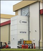 The transport container just before it left the assembly building/fuelling (Astrium)