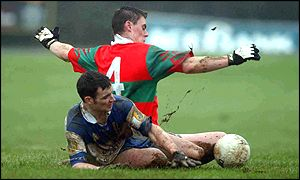 Rathnew's Damien Power (No 4) sits it out on Ballinderry's Declan Bateson