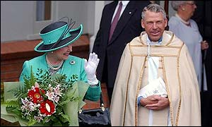 The Queen walks with Reverend Geoff Hickman, Vicar of St Andrew's, after church in Taupo