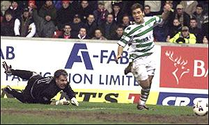 Stilian Petrov scores Celtic's second goal