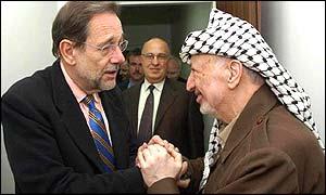 Javier Solana y Yasser Arafat