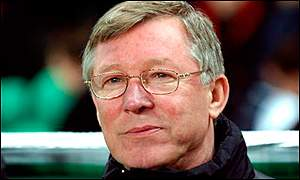 Manchester United manager Sir Alex Ferguson has extended his contract by three years