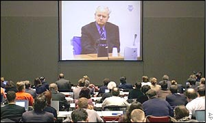 Journalists watch Milosevic trial on screen