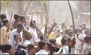 Hindu activists wave swords at Muslim mob