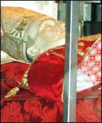 [ image: Cardinal Stepinac's embalmed body]