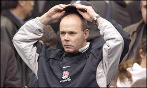 Clive Woodward despairs as England lose to France