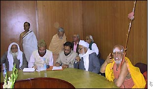 The Shankaracharya holding talks with Muslim leaders in Delhi