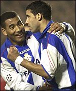 Deportivo's Naybet and Mauro Silva