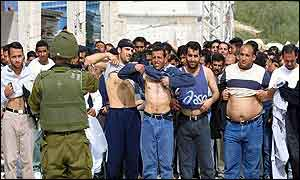 Israeli soldiers round up Palestinians in the Deheishe refugee camp