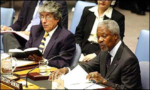 Kofi Annan addresses a meeting of the United Nations