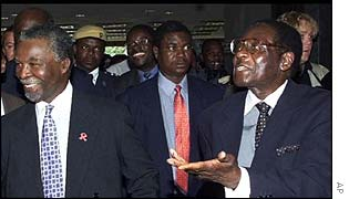 Mbeki and Mugabe at a summit in Zimbabwe in 2000