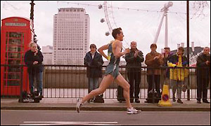 Mark Steinle in action during the 2001 London Marathon