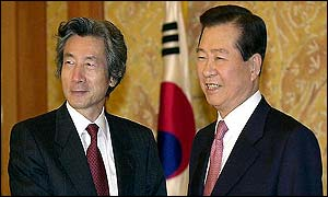 Japanese PM Junichiro Koizumi (left) with South Korean President Kim Dae-jung