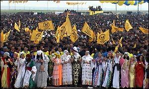 BBC News | EUROPE | Kurds celebrate in Turkey