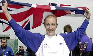 Paula Radcliffe holds aloft the Union Jack after her win