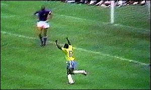 Pele scores in 1970 World Cup Final
