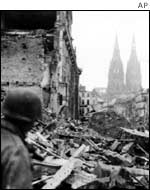 American troops enter Cologne