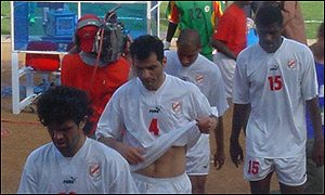 A dejected Tunisian team at Mali 2002