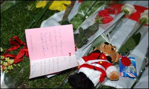 On the green near Buckingham Palace, notes, some children's toys were left as a mark of respect