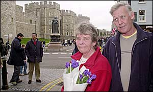 Lynne and Ronan Robertson reach Windsor Castle