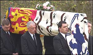 Pallbearers carry Queen Mother's coffin to the Royal Chapel
