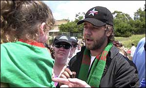 Crowe meets Souths fans before a match