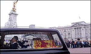 Hearse passing Buckingham Palace