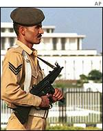 Soldier guards Pakistan parliament
