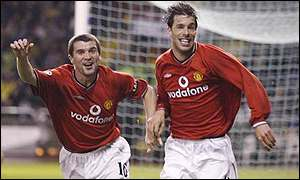 Roy Keane and Ruud van Nistelrooy celebrate the latter's goal against Deportivo la Coruna