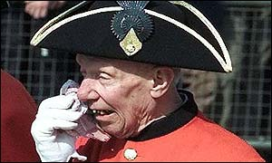 A Chelsea pensioner pays an emotional farewell