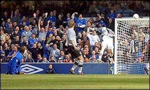 Jimmy Floyd Hasselbaink lobs the ball over Everton goalkeeper Steve Simonsen for his first goal