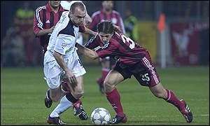 Danny Murphy tangles with Bayer's Diego Placente