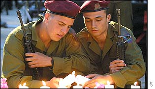 Israeli soldiers light candles