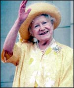 The Queen Mother waving in 1995