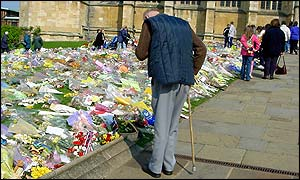 Reading messages on floral tributes