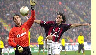 Milan striker Filippo Inzaghi and Borussia Dortmund goalkeeper Jens Lehmann compete for control