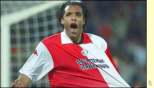 Feyenoord's Pierre van Hooijdonk celebrates after scoring against Inter Milan
