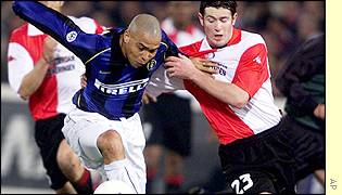 Inter Milan star Ronaldo and Brett Emerton of Feyenoord challenge for the ball