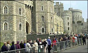The queue outside Windsor Castle