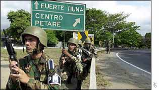 Troops outside Fuerte Tiuna barracks