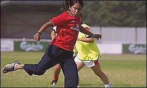 bend it like beckham educating rita Bend it like beckham and educating rita could relate in these ways • in bend it like beckham the indian tradition of women getting married, having children and.